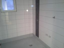 Kylpyhuoneremontti Vantaa_seinät laatoitettu